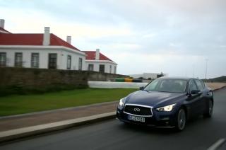 INFINITI Q50 Hybrid driving in Porto